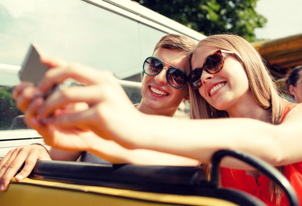 couple-driving-taking-selfie